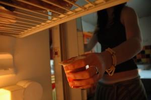 Apprendre à ranger son frigo est un geste nécessaire pour optimiser la conservation des aliments.