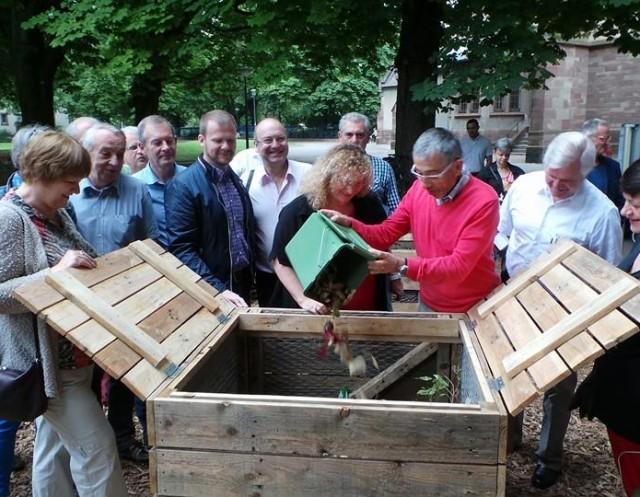 65 foyers ont adhéré au composteurs partagés installés en mai place Sainte Geneviève